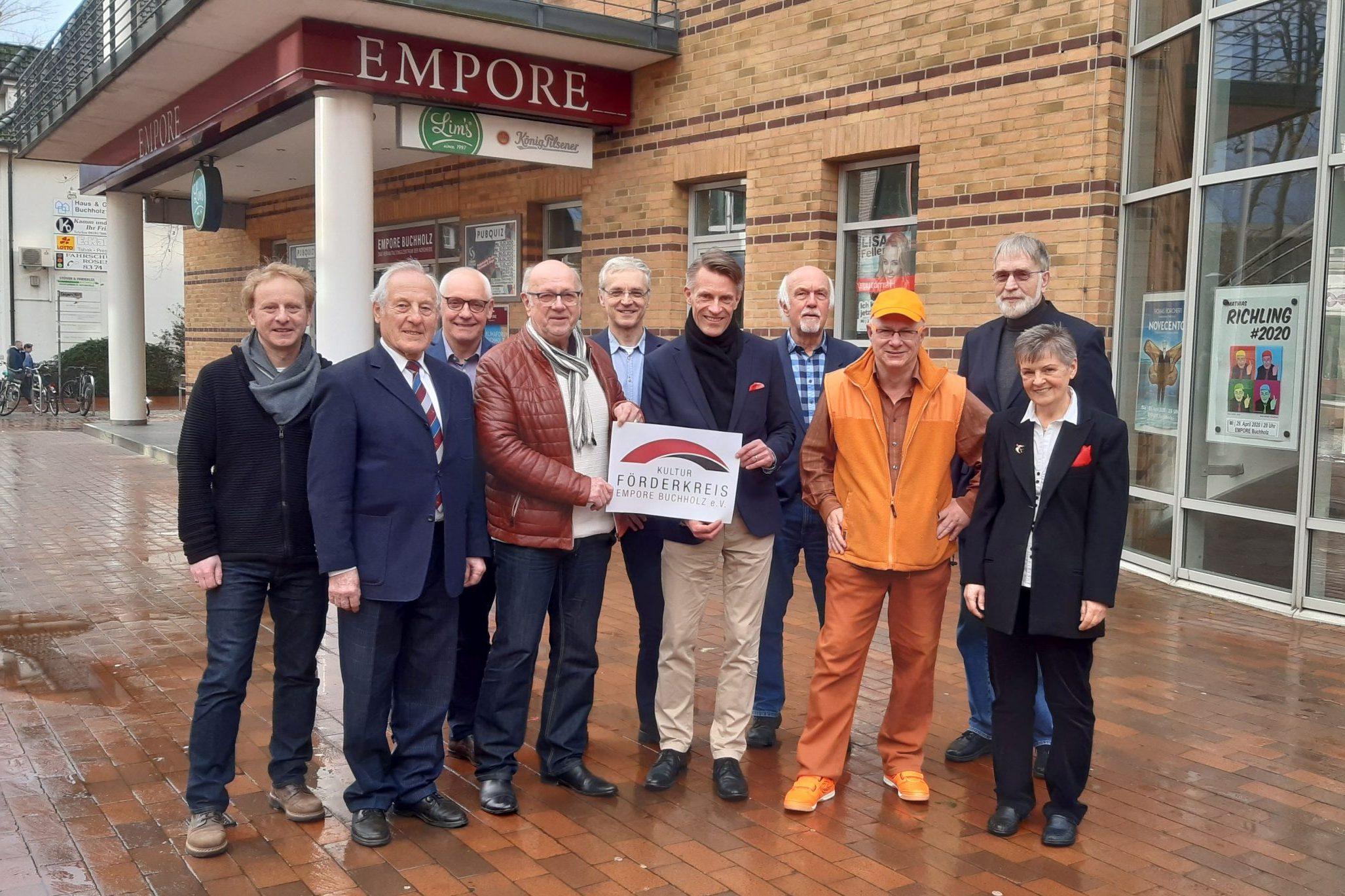 Kultur in Buchholz - Vorstand des Kulturförderkreis EMPORE Buchholz mit Bürgermeister Jan-Hendrik Röhse - Foto: C.Panek